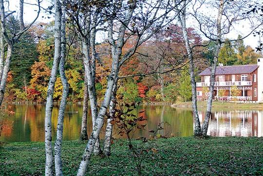 塩沢湖の湖畔