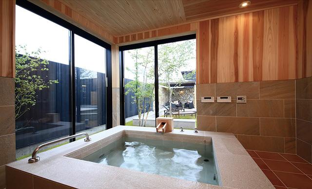 「美肌の湯と」と謳われている銀温泉が全室に。