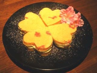 お春の桜サンド